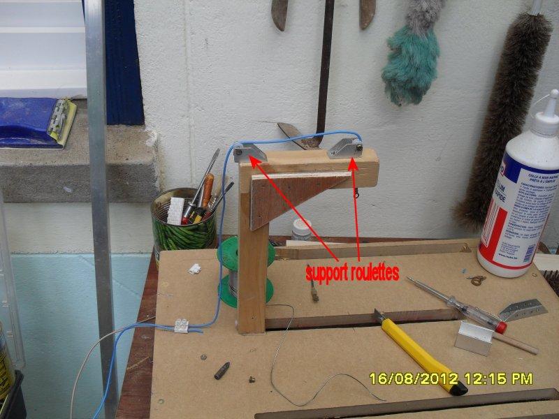 Dispositif de tension mécanique du fil à découper du polystyrène