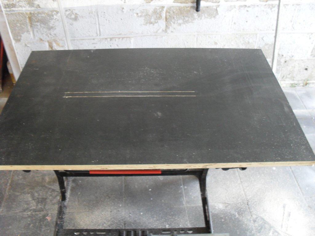 Plateau de la table à découper du polystyrène